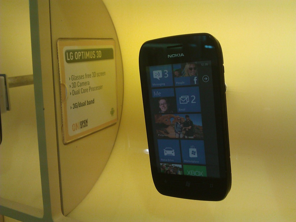 Nokia Lumia 710 Appearing As LG Optimus 3D